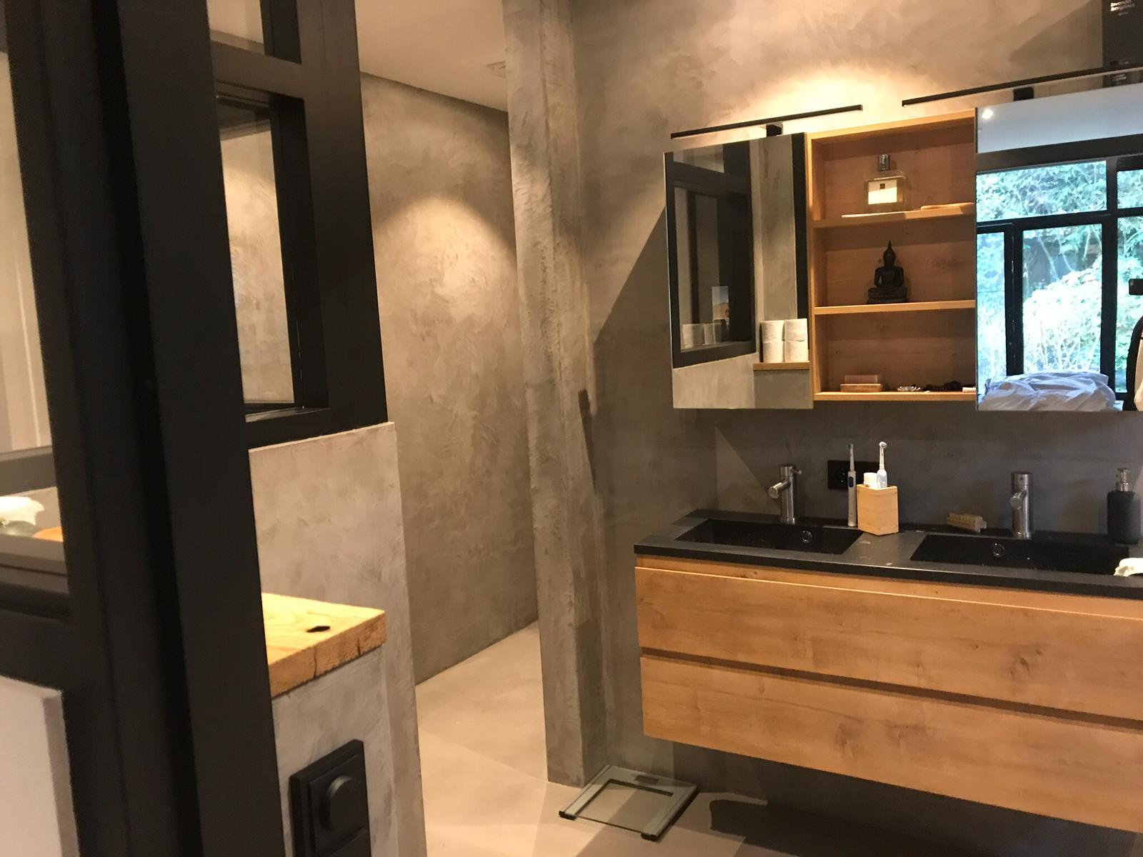 Badkamer in Apeldoorn, wanden en vloer voorzien van Beal Mortex