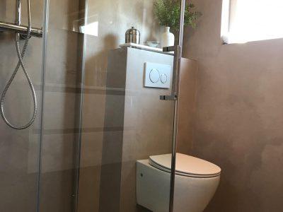 Badkamer in Epe, wanden en vloer voorzien van Beton Cire