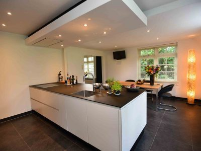 Keuken in Epe voorzien van sausklaar stucwerk