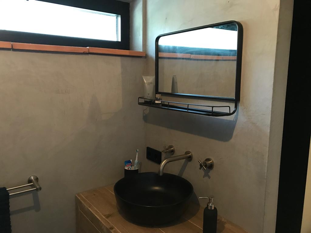 Badkamer te Apeldoorn voorzien van Beal Mortex