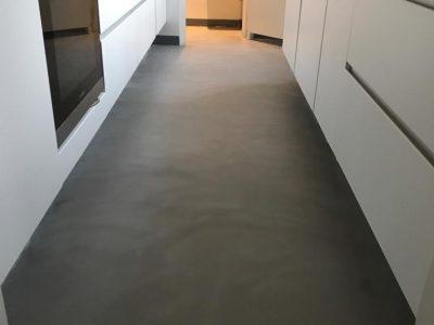 Keuken vloer in Apeldoorn voorzien van Beal Mortex